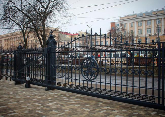 Входные ворота Ростовского кафедрального собора