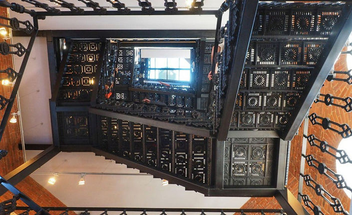 Многомаршевая чугунная лестница в музейном комплексе АО ГОЗ Обуховский г. Санкт-Петербург