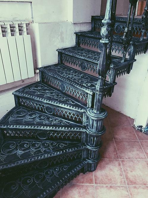 Лестница винтовая чугунная