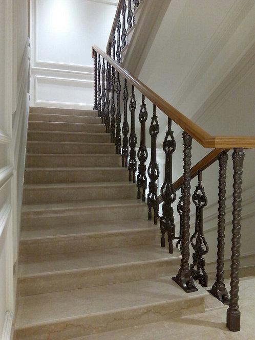 Лестница маршевая гранитная с чугунными балясинами