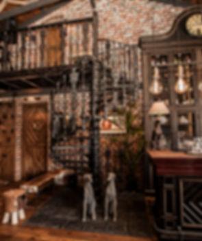Чугунная винтовая лестница в ресторане Old House Resort and SPA г.Ростов-на-Дону