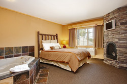 Whitefish Lodge Whirlpool Suite