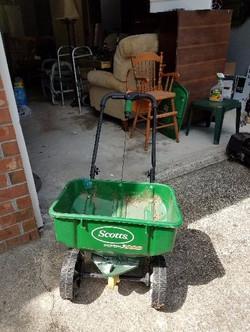 Wheeled lawn spreader