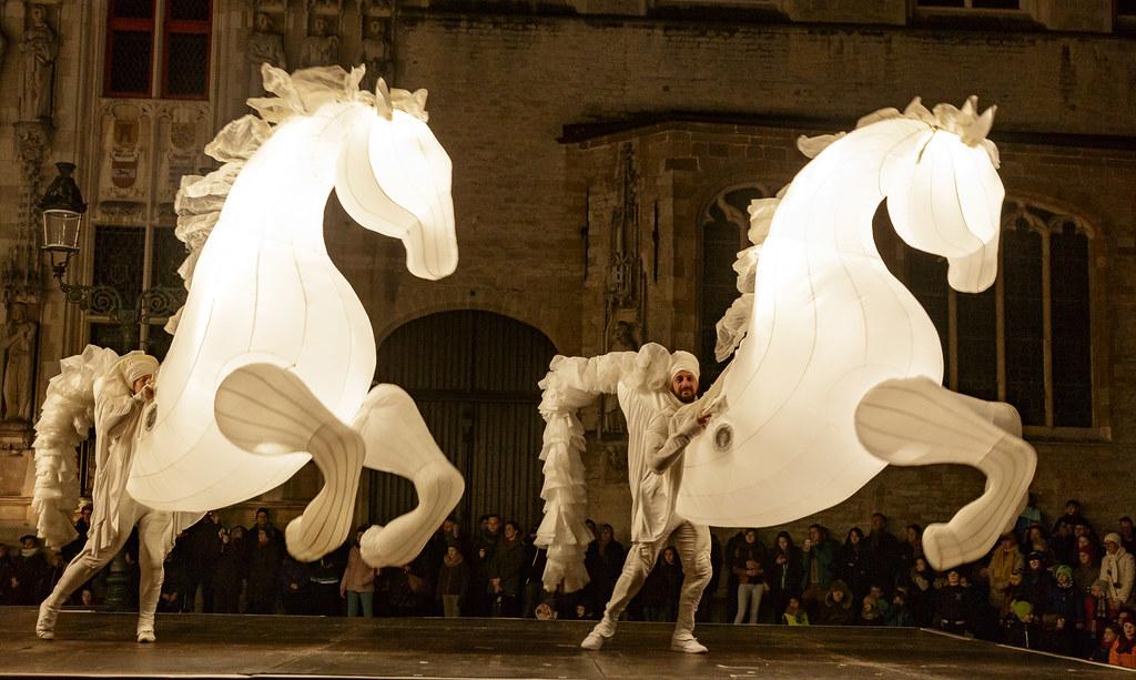 spectacle chevaux musicaux et lumineux