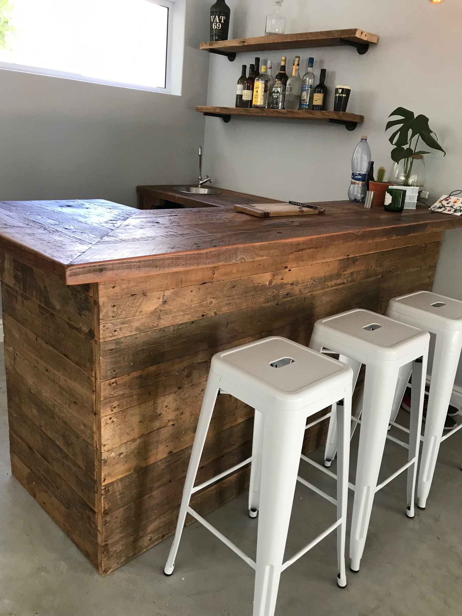Home bar in recycled Oregon