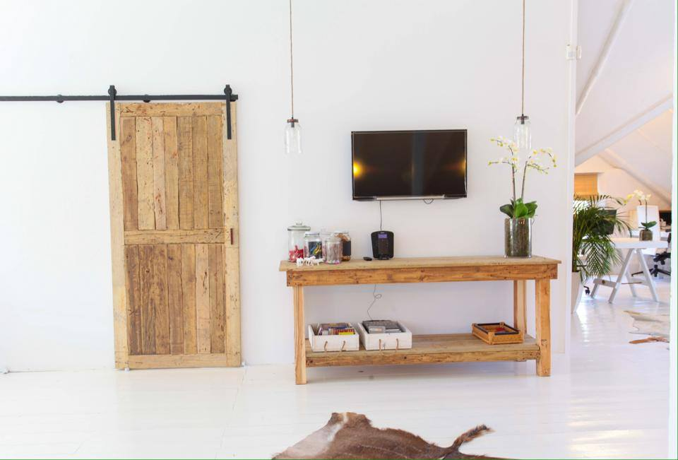 Barn door and 2.5m counter