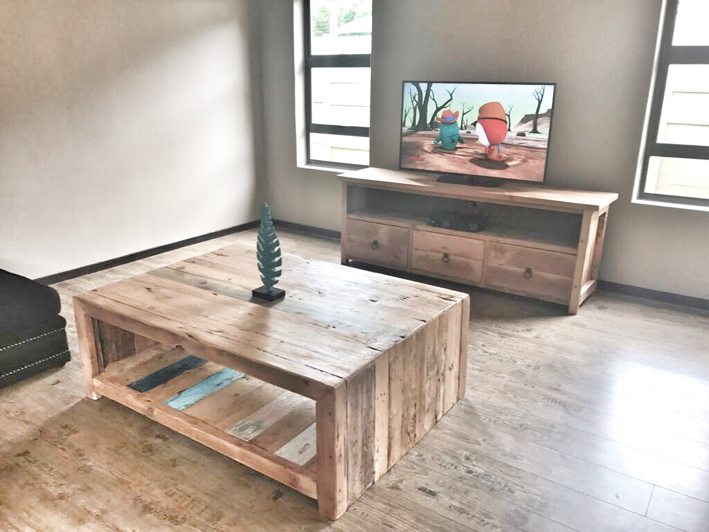 Coffee table and plasma unit