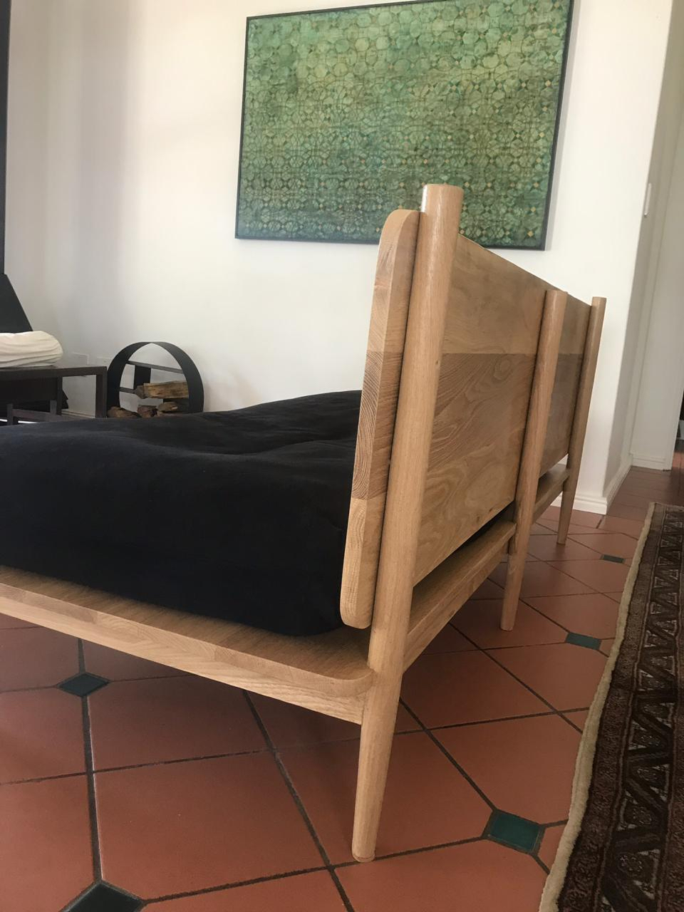 Day bed in oak
