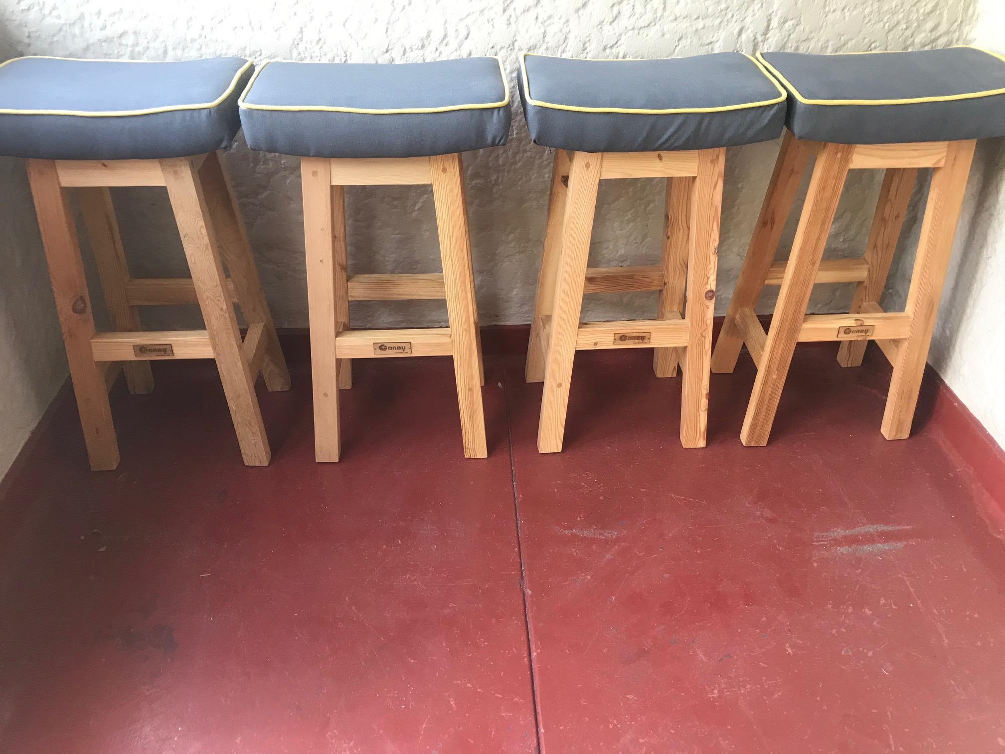 Rondebosch bar or kitchen stools