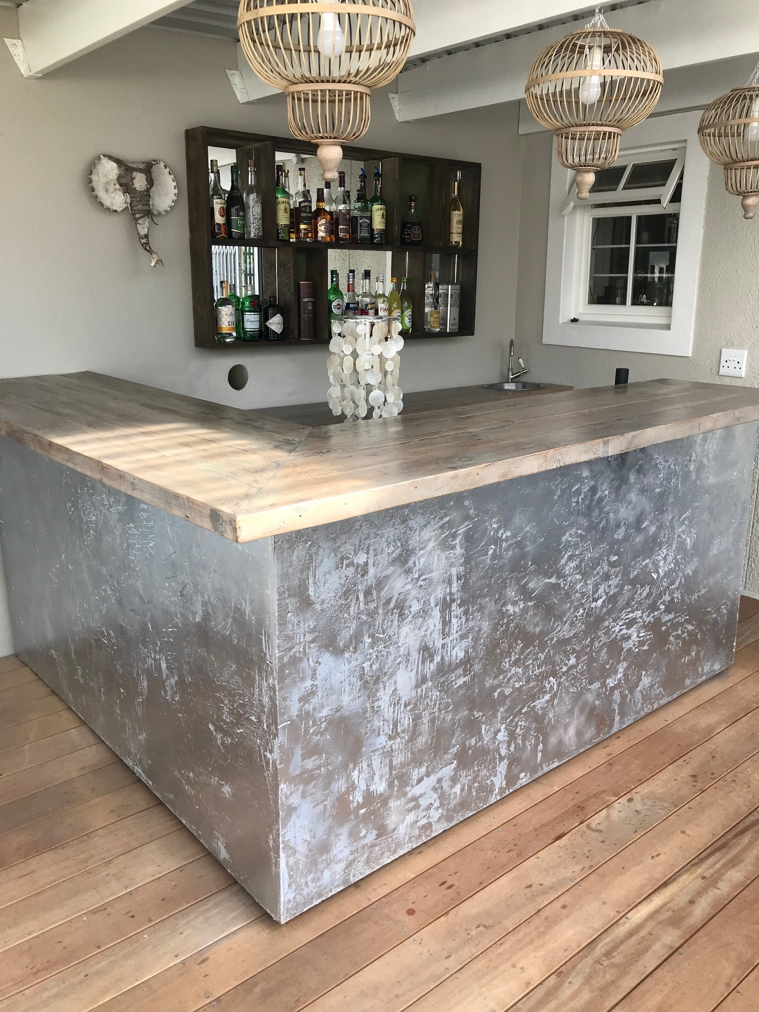 Elize home bar in recycled wood.
