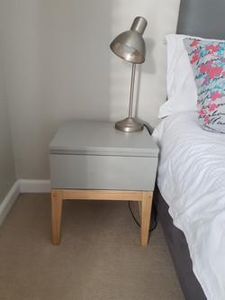Toni bedside table