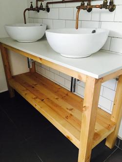 StoRage bathroom console
