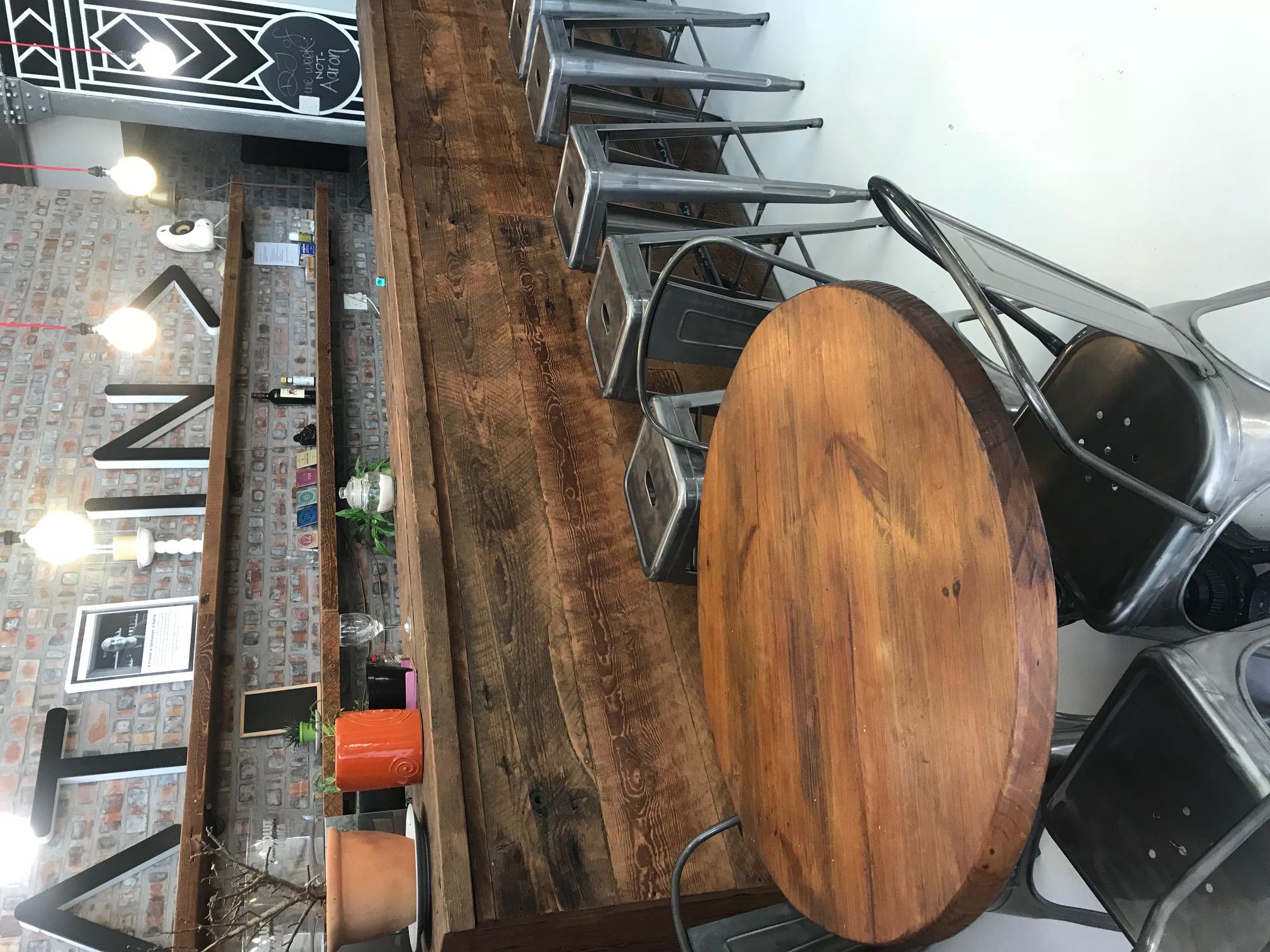 Proper bar in oregon and shelves