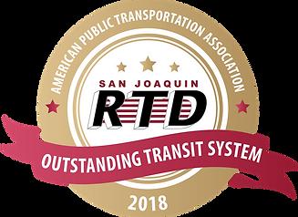 """Logotipo dorado y rojo que tiene el logotipo de RTD y dice """"Sistema de tránsito excepcional 2018 de la Asociación Estadounidense de Transporte Público"""""""