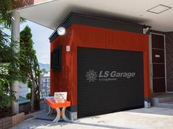 木製ガレージにペンキ屋さんが塗装して完成です。