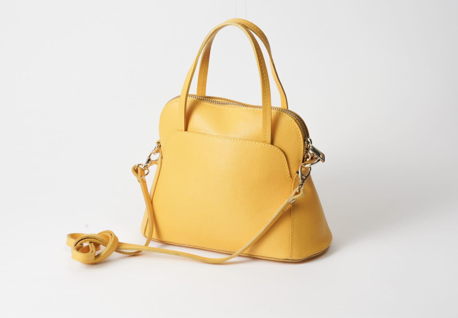 AULENTTI オウレンティのハンドバッグ。斜めがけにもできます