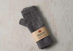 シンプルなデザインなので冬のコーデに合わせやすい、ウィリアムブラントンのブレーの手袋