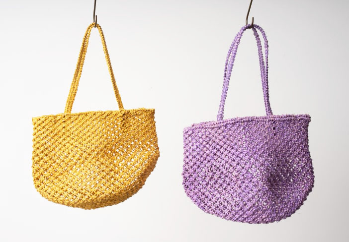 コーデの差し色になる、バグマティの女性用バッグの販売