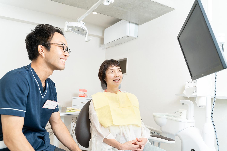 歯医者さんのカウンセリング風景写真