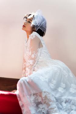 ウェディングドレスで自然光を活かしてブライダル撮影