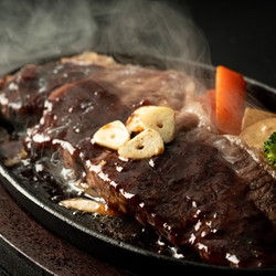 湯気で料理のシズル感を演出した写真 | 福岡の写真事務所