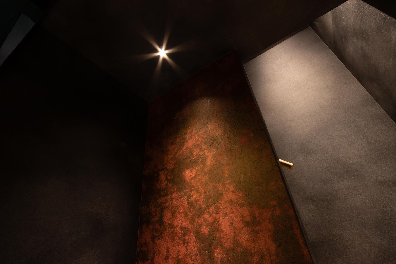 壁紙と打ちっ放しの壁を煽り撮影|福岡の建築カメラマン