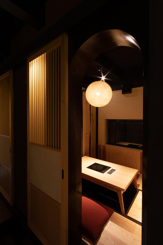 中白色の部屋をアンダー気味に撮影|福岡の建築カメラマン
