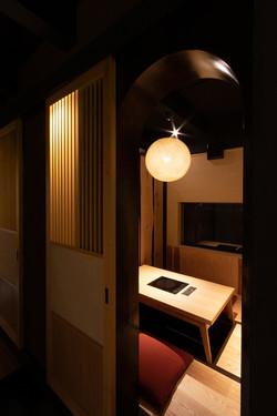 中白色の部屋をアンダー気味に撮影 福岡の建築カメラマン