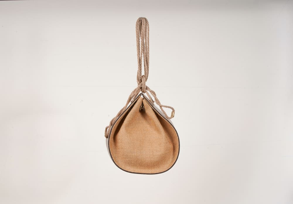 形が可愛いviceversaのバッグは着こなしのポイントにおすすめ