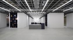 家具の展示場のエントランスの内装を撮影