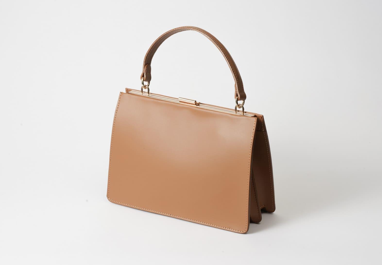 イタリアの質の高い牛革を使用したaulenttiのハンドバッグはいろんなコーデに使える