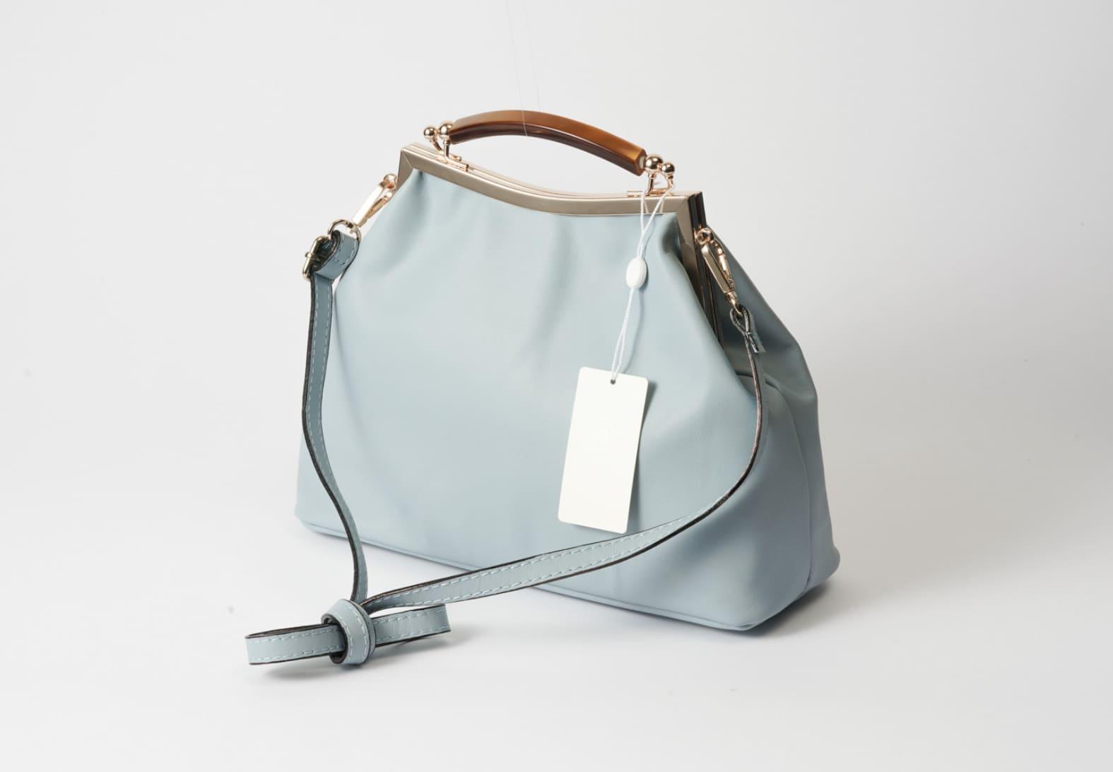持ち手もレザーを使用したイタリアのAULENTTIのバッグ