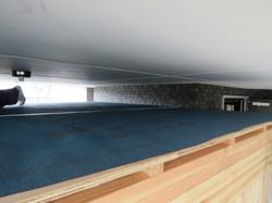 合板に屋根防水シートを敷き込みます。