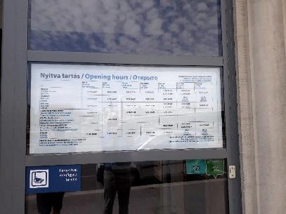 digitális reklám kirakat ajtó bejárat iroda irodaház