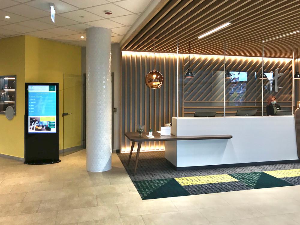 hotel recepció digitális reklám