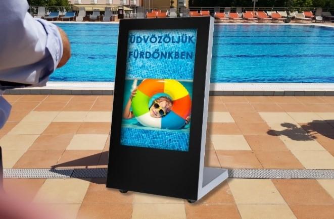 medence fürdő digitális reklám