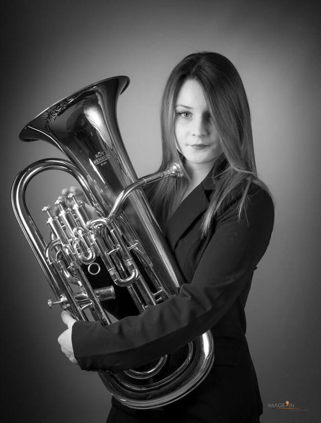 Vanessa & son euphonium - Séance photo seule