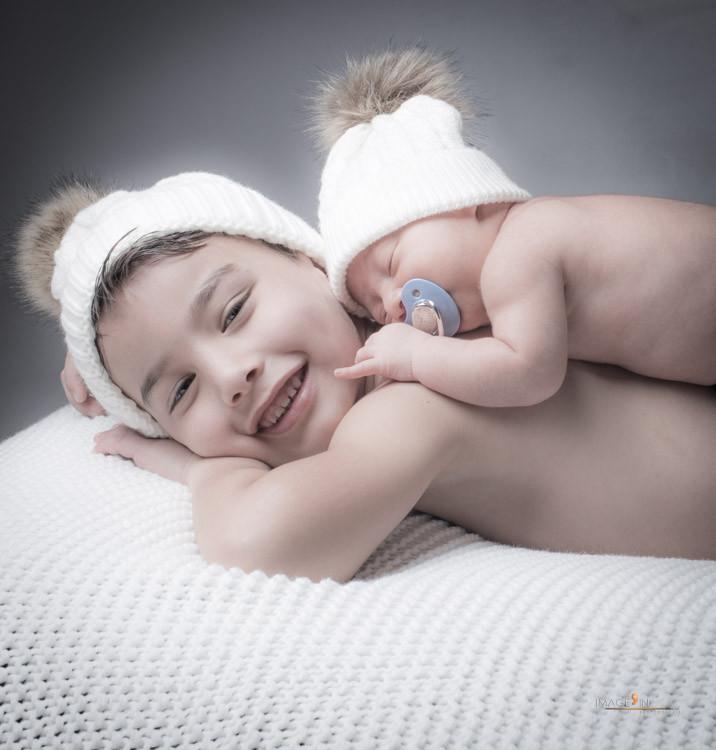 Séance en famille pour la naissance d'Akin
