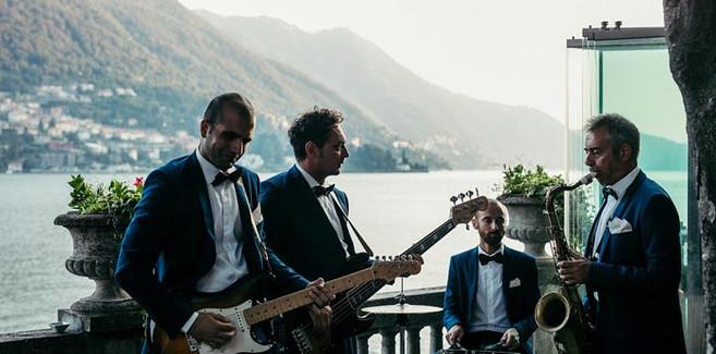 saxophonist for wedding-wedding-planner-Mon-Amour