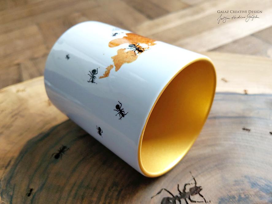 Mrówki - kubek ze złotym wnętrzem