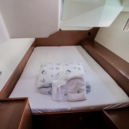 Oceanis 48: Forward Cabin
