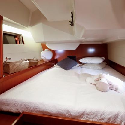 Oceanis 48: Aft Cabin (Starboard)