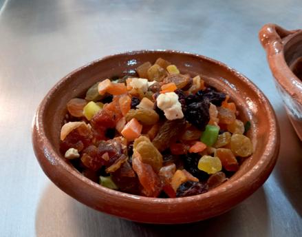 En Los Tamalitos de Balbuena cerramos el año con el ahora tradicional Tamalito Navideño, relleno de frutos secos, cerezas y nueces.