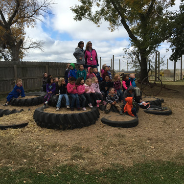 Class picture on tire mountain