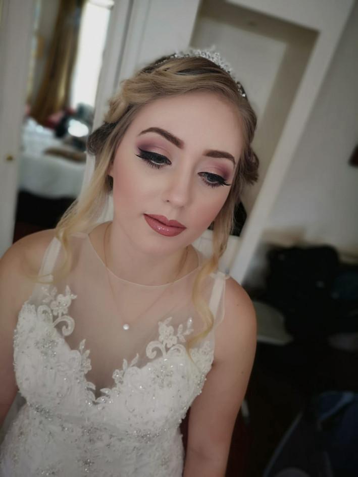 striking bridal makeup