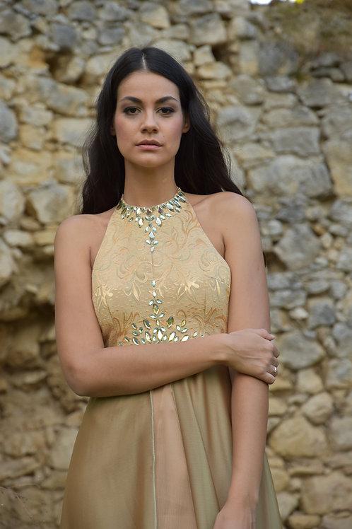 Duga zlatna haljina
