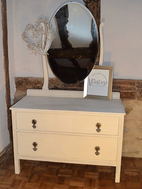 Dressing chest of drawers