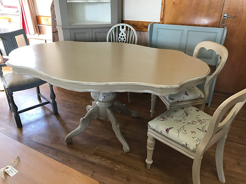 Oval dining table in country grey
