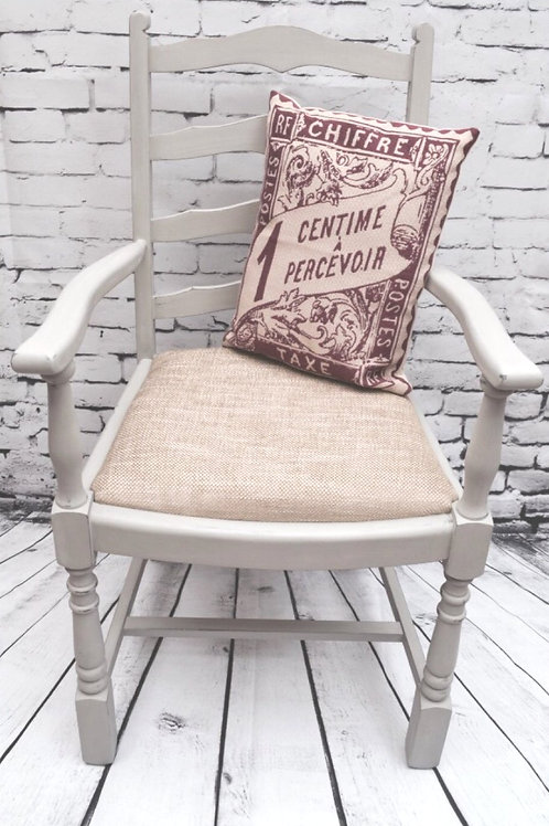 WHITE VINTAGE CHAIR
