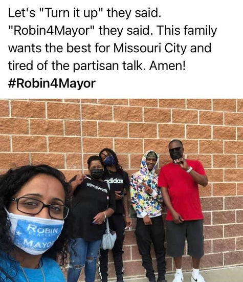 Robin with Supporters 15.JPG